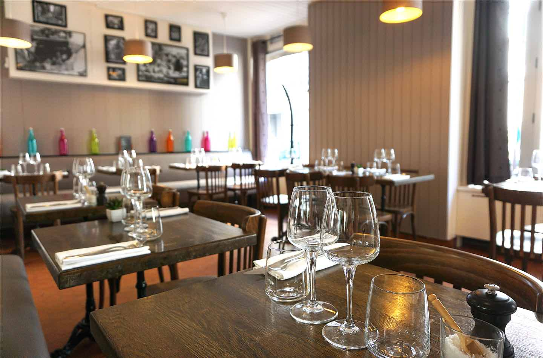 Restaurant Paris 15ème - L'ardoise du XV - Vue de la deuxième salle et des tables dressées