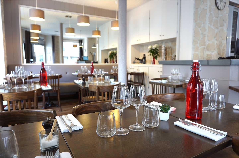 Restaurant Paris 15ème - L'Ardoise du XV - La salle et ses tables dressées